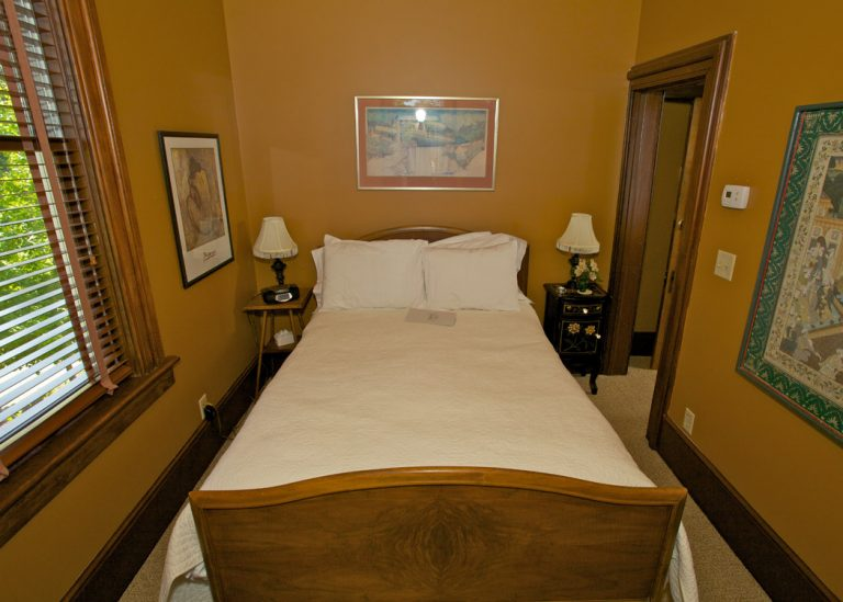 Our Rooms - Ambers Room 2